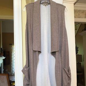Max Studio taupe sleeveless kimono style jacket